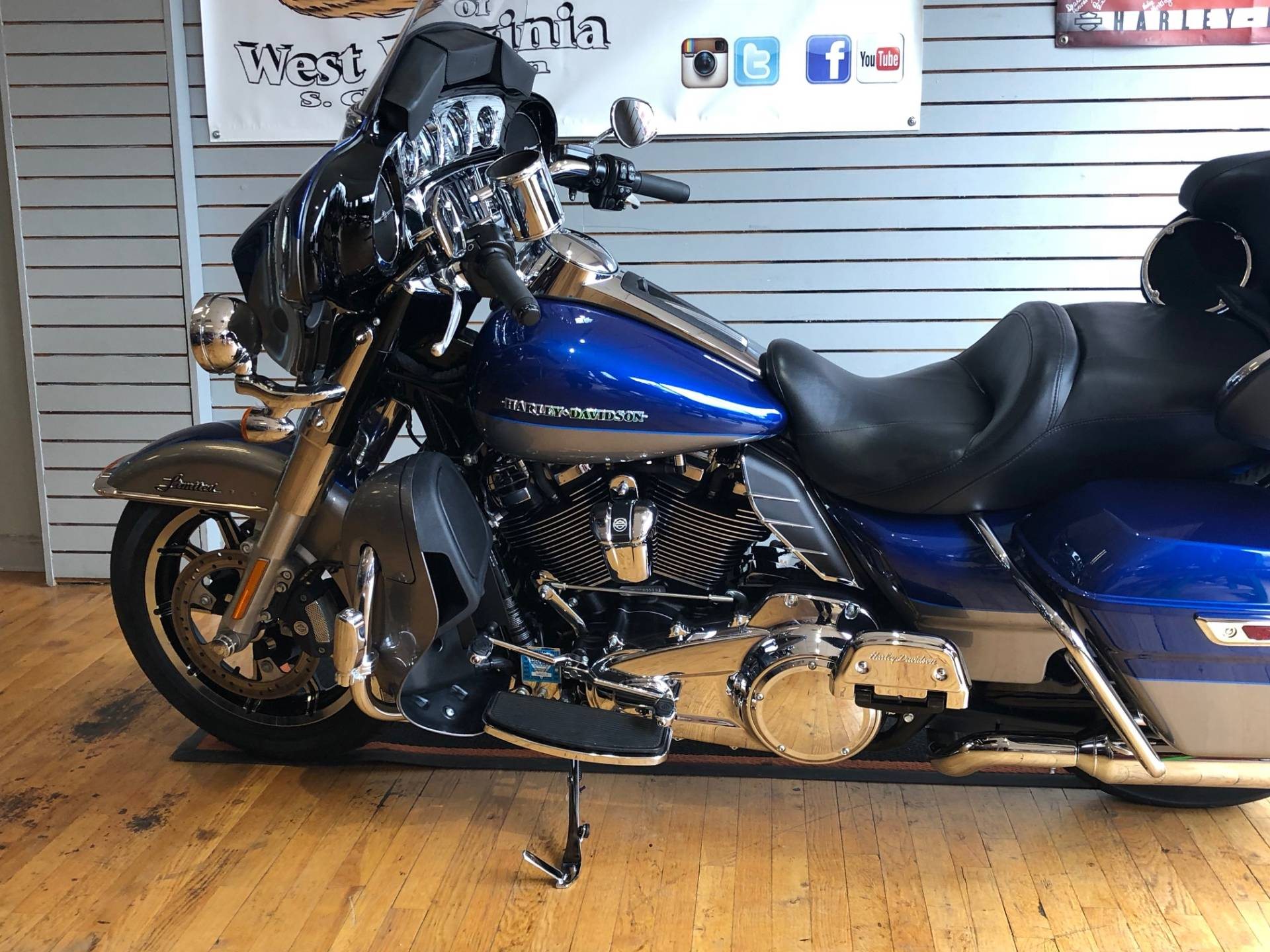 2017 Harley-Davidson Ultra Limited in South Charleston, West Virginia - Photo 5