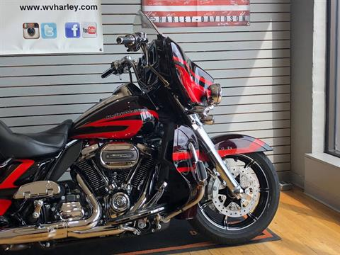 2017 Harley-Davidson CVO™ Limited in South Charleston, West Virginia - Photo 2