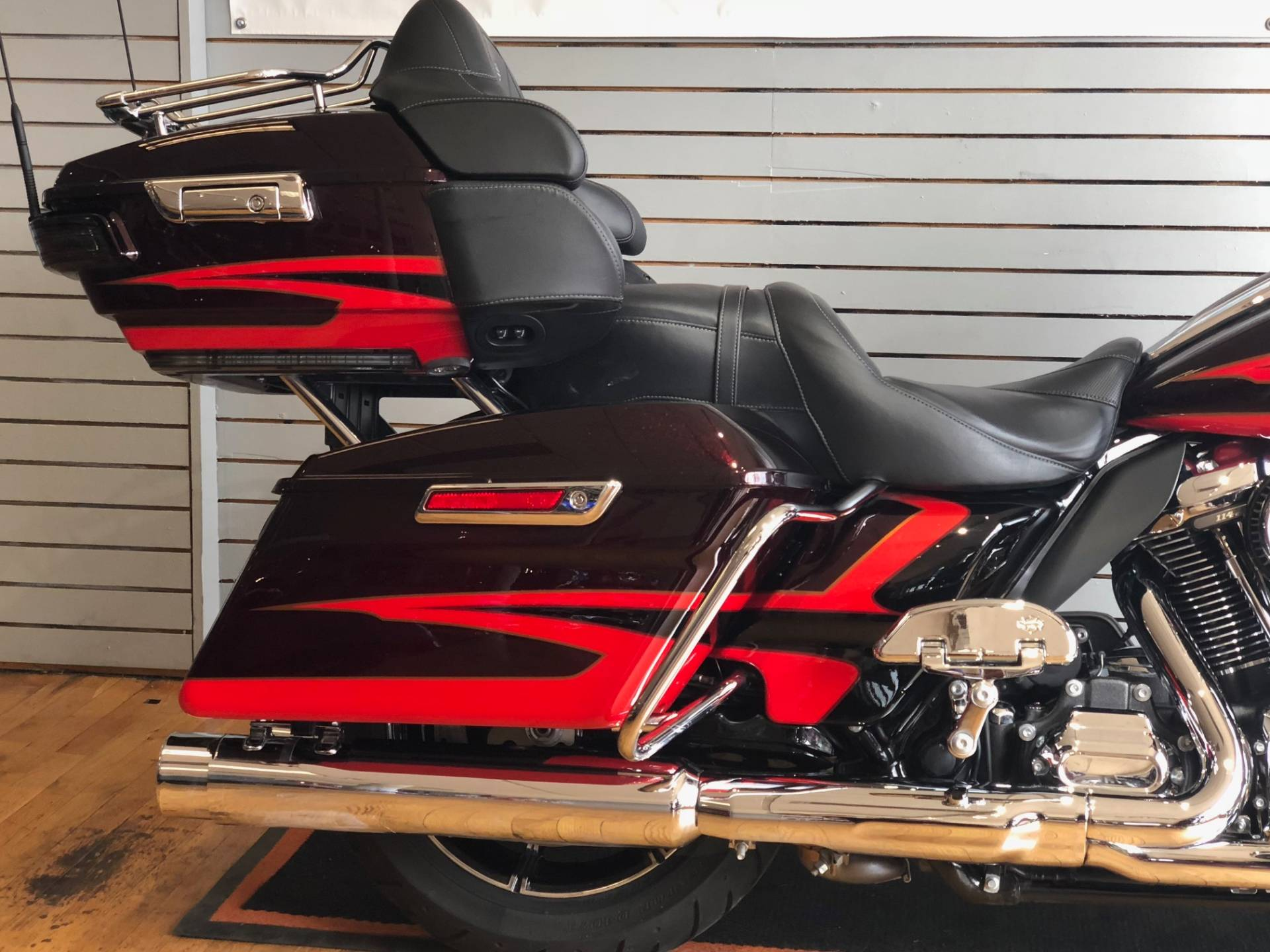 2017 Harley-Davidson CVO™ Limited in South Charleston, West Virginia - Photo 3