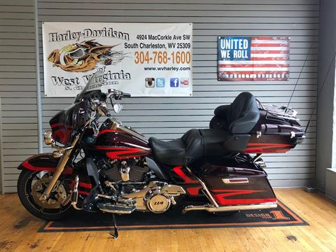 2017 Harley-Davidson CVO™ Limited in South Charleston, West Virginia - Photo 4