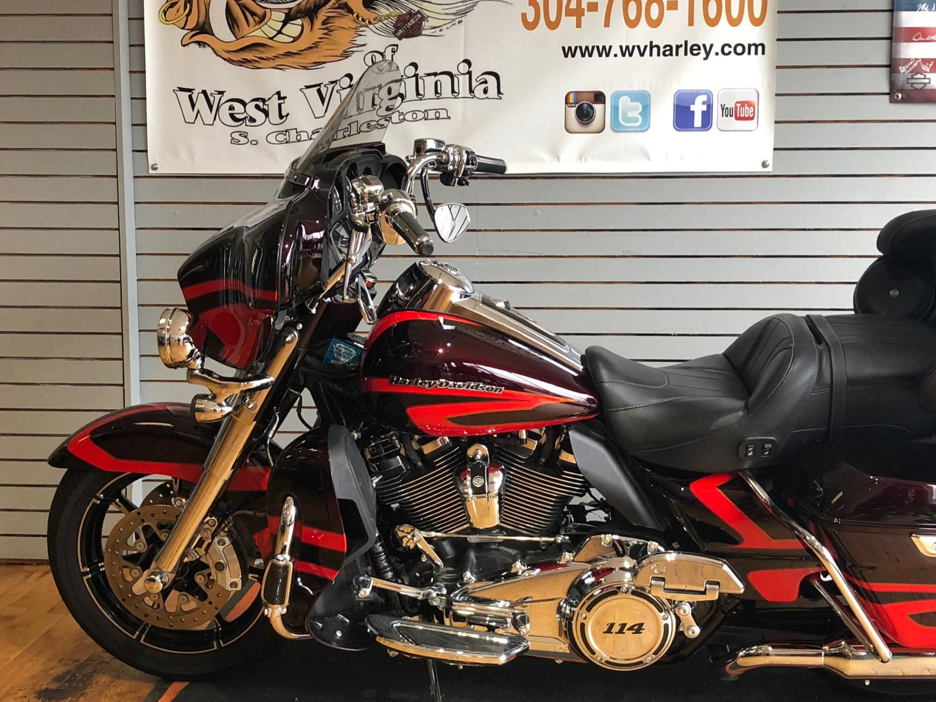 2017 Harley-Davidson CVO™ Limited in South Charleston, West Virginia - Photo 5