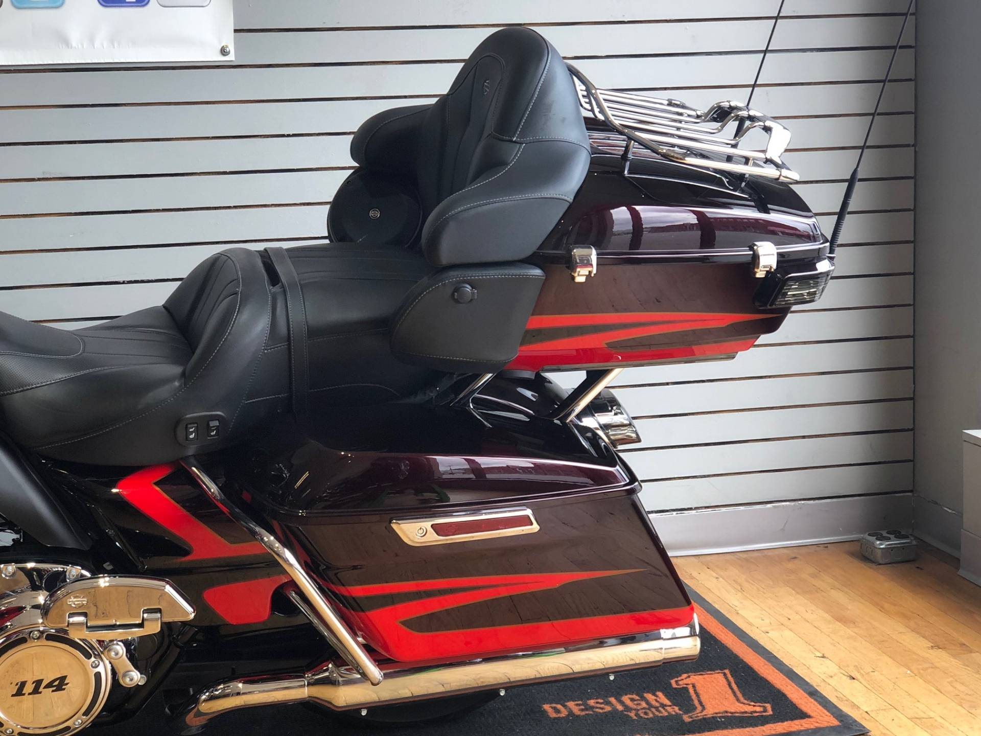 2017 Harley-Davidson CVO™ Limited in South Charleston, West Virginia - Photo 6
