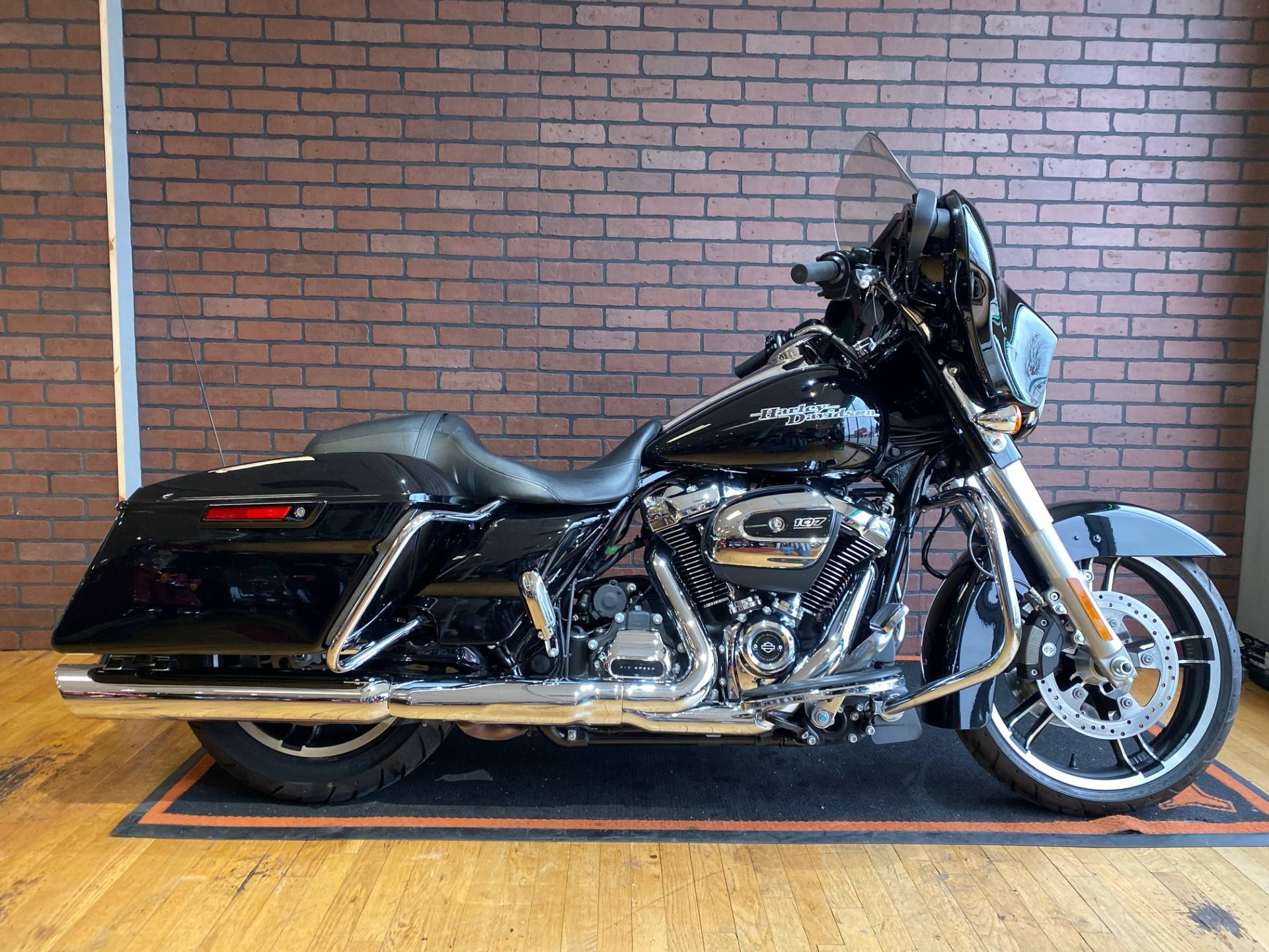 2017 Harley-Davidson Street Glide® Special in South Charleston, West Virginia - Photo 1