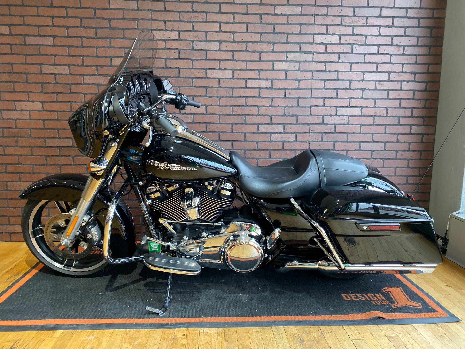 2017 Harley-Davidson Street Glide® Special in South Charleston, West Virginia - Photo 4