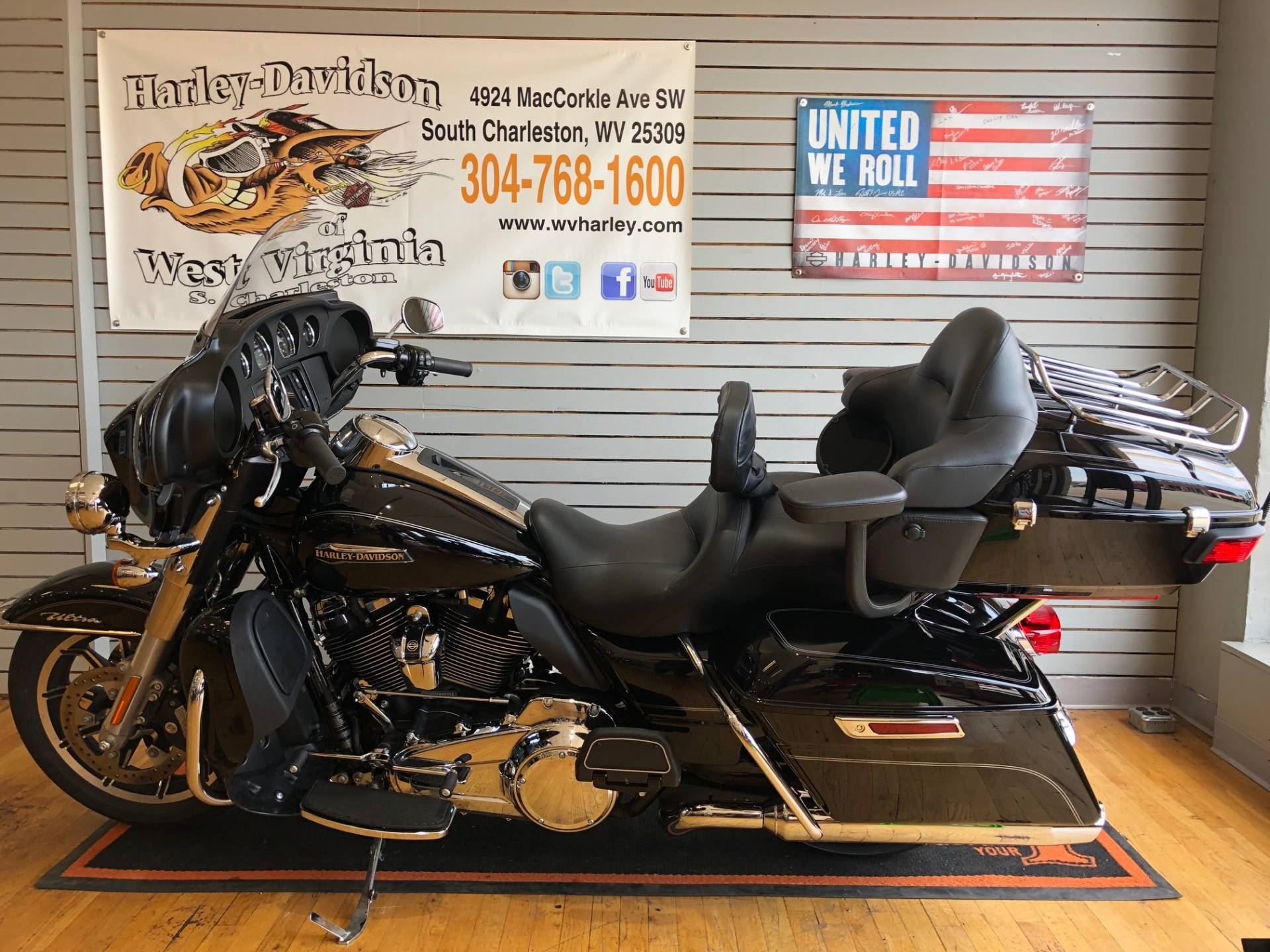 2017 Harley-Davidson Electra Glide® Ultra Classic® in South Charleston, West Virginia - Photo 4