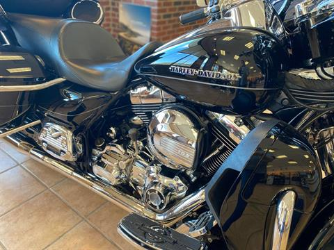 2015 Harley-Davidson Ultra Limited Low in Hico, West Virginia - Photo 2