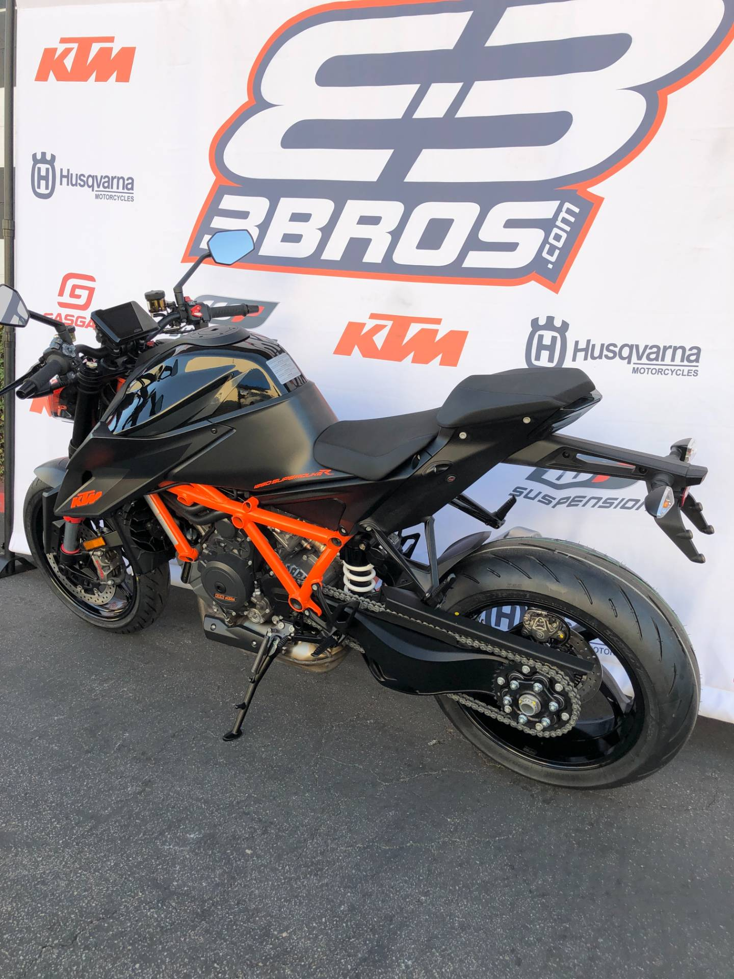 2021 KTM 1290 Super Duke R in Costa Mesa, California - Photo 8