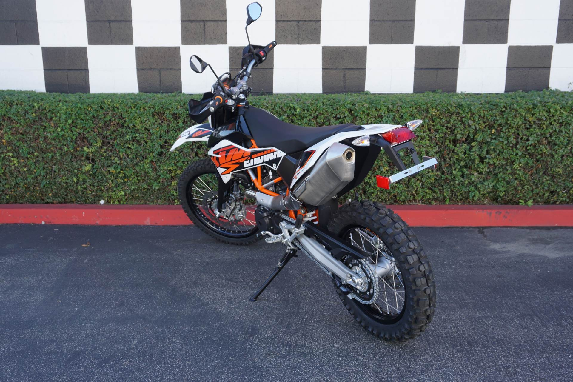 2017 ktm 690 enduro r motorcycles costa mesa california. Black Bedroom Furniture Sets. Home Design Ideas