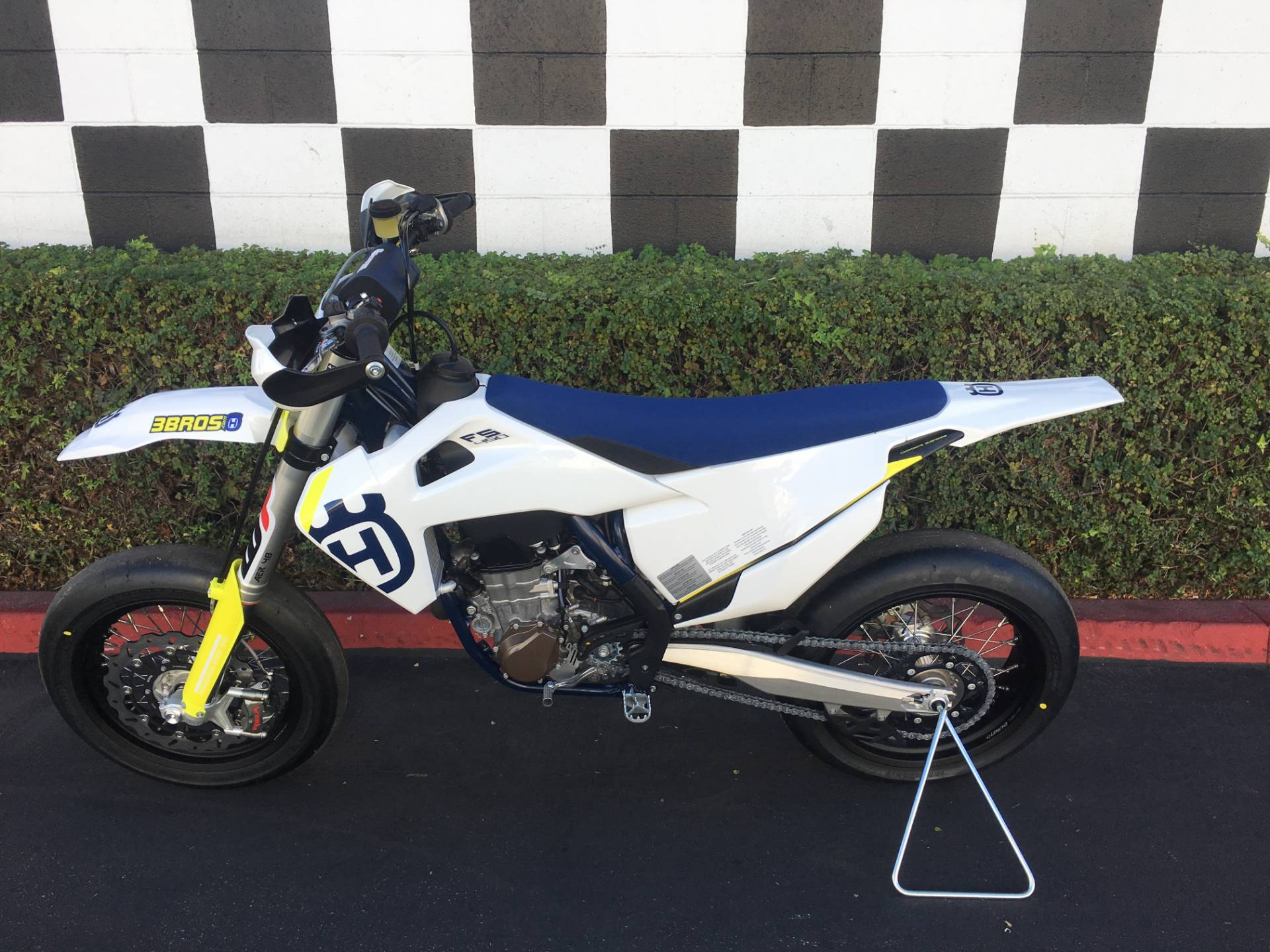 2019 Husqvarna FS 450 in Costa Mesa, California - Photo 2