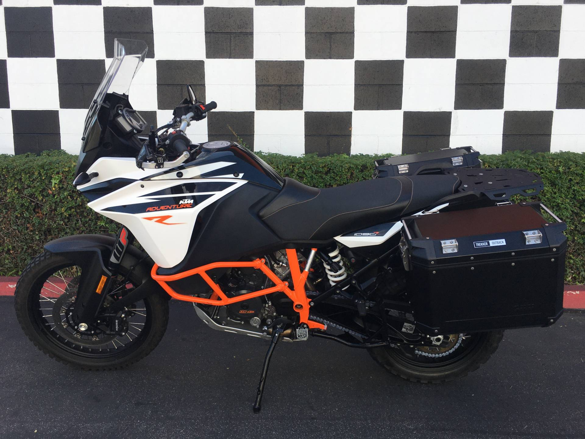 2017 KTM 1090 Adventure R in Costa Mesa, California - Photo 2