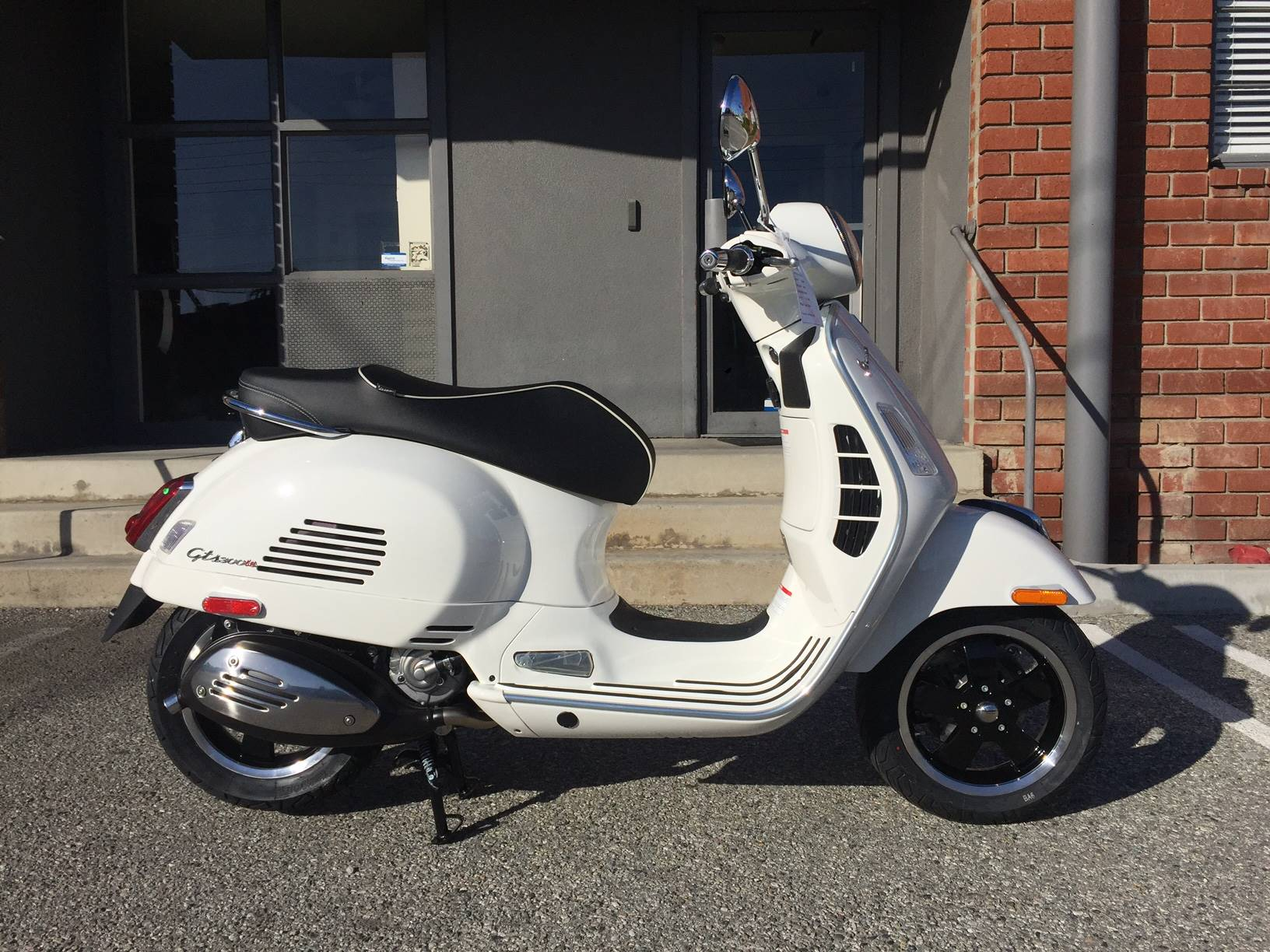 2017 Vespa GTS300 Super ABS in Marina Del Rey, California