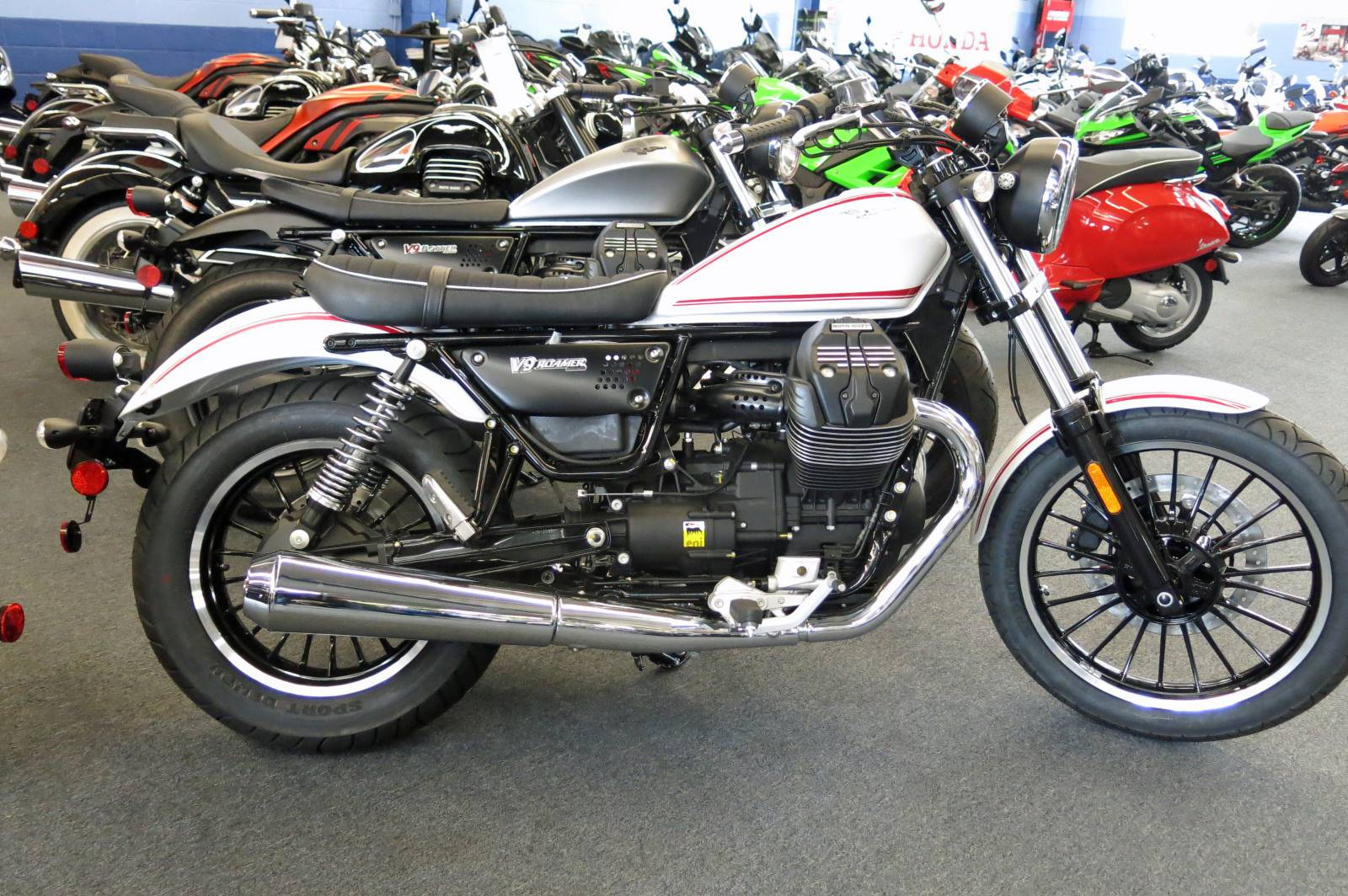 PCH Powersports Marina del Rey MOTO GUZZI - Photo 2