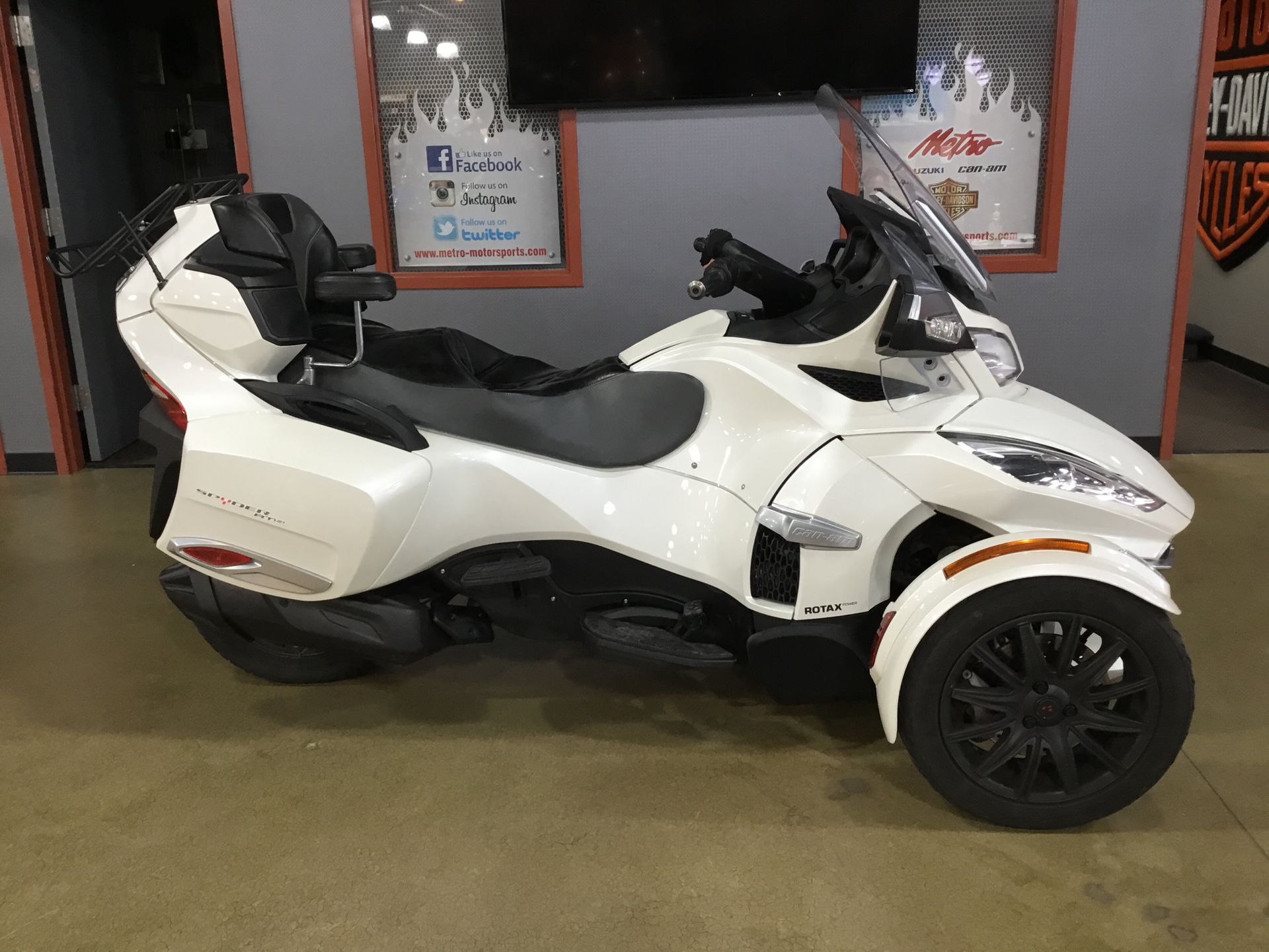 2015 Can-Am Spyder® RT-S SE6 in Cedar Rapids, Iowa - Photo 1