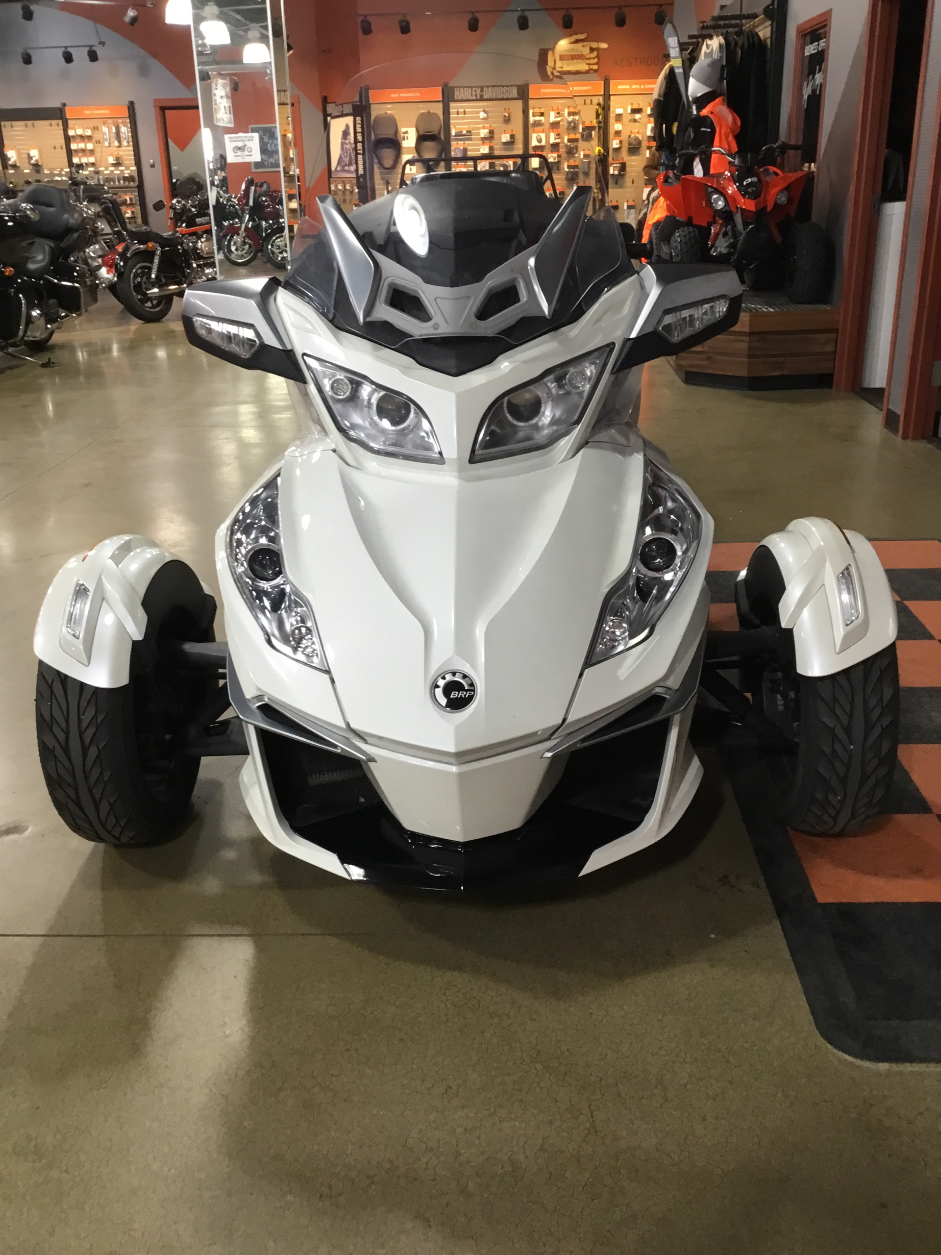 2015 Can-Am Spyder® RT-S SE6 in Cedar Rapids, Iowa - Photo 2