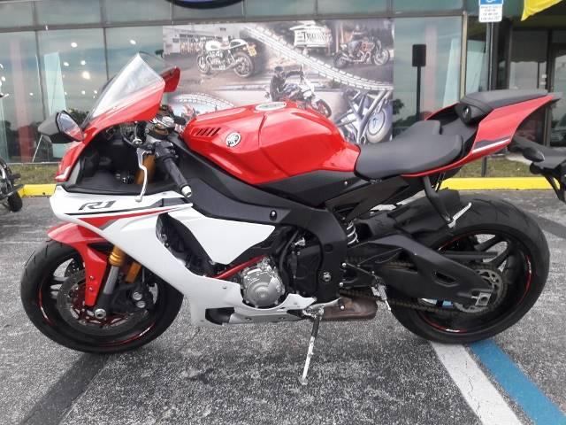 2015 YZF-R1