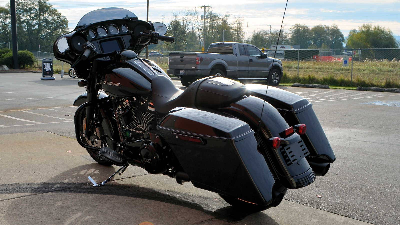2019 Harley-Davidson Street Glide® Special in Burlington, Washington - Photo 8