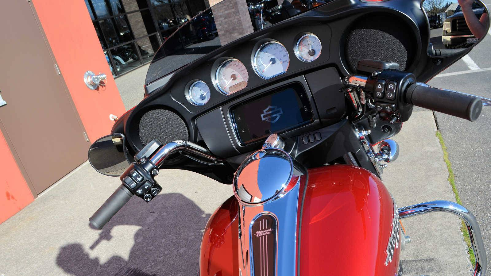 2019 Harley-Davidson Street Glide® in Burlington, Washington - Photo 10