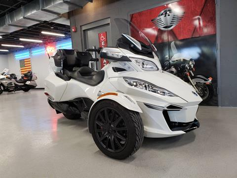 2016 Can-Am Spyder RT-S SE6 in Fort Myers, Florida