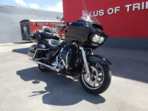2016 Harley-Davidson Road Glide® Ultra in Fort Myers, Florida - Photo 2