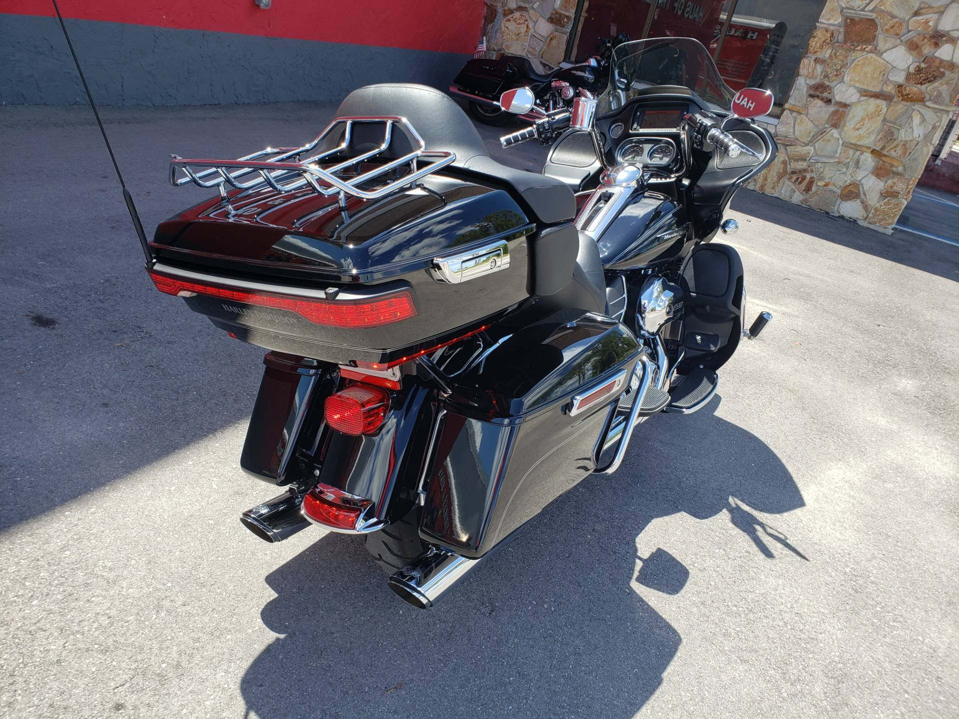 2016 Harley-Davidson Road Glide® Ultra in Fort Myers, Florida - Photo 5