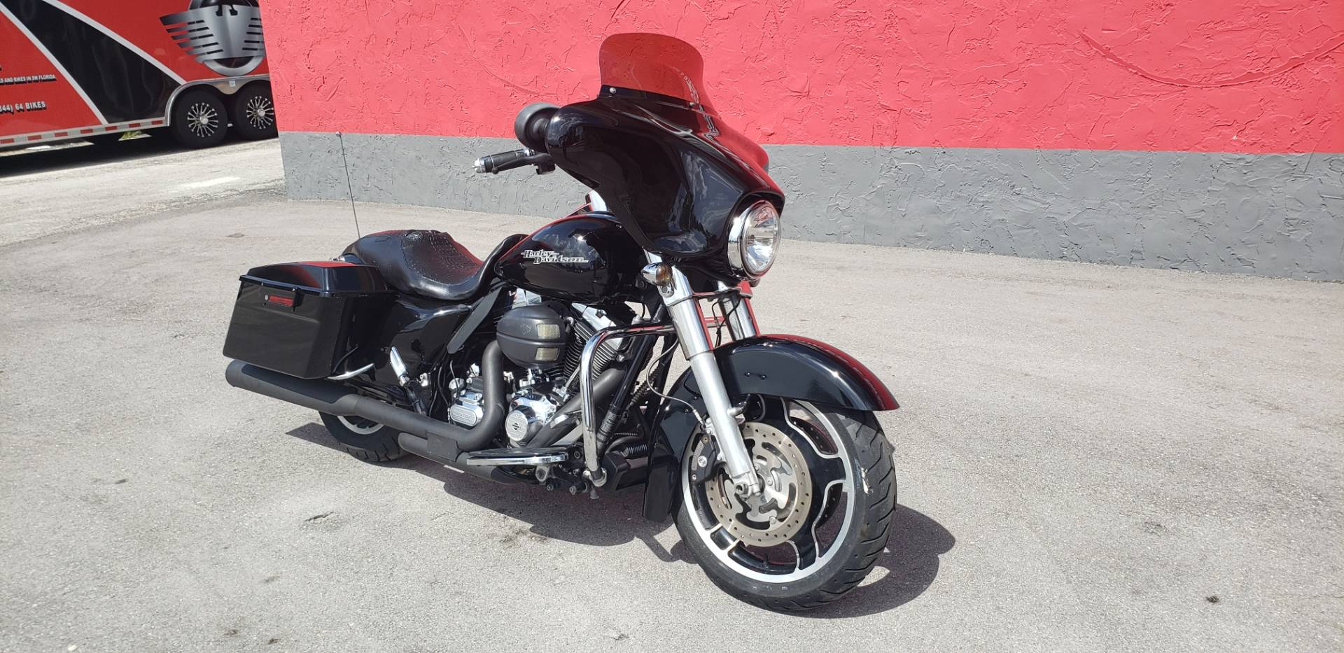 2011 Harley-Davidson Street Glide® in Fort Myers, Florida - Photo 2