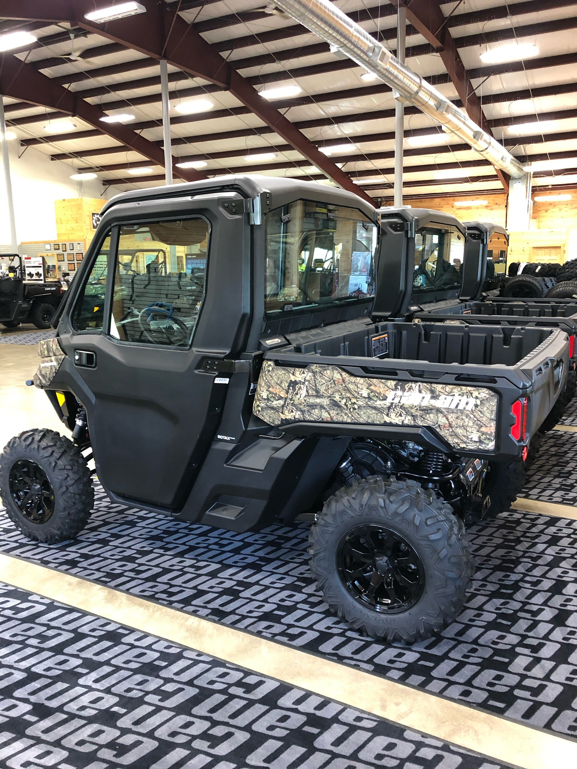2020 Can-Am Defender XT CAB HD10 in Montrose, Pennsylvania - Photo 2
