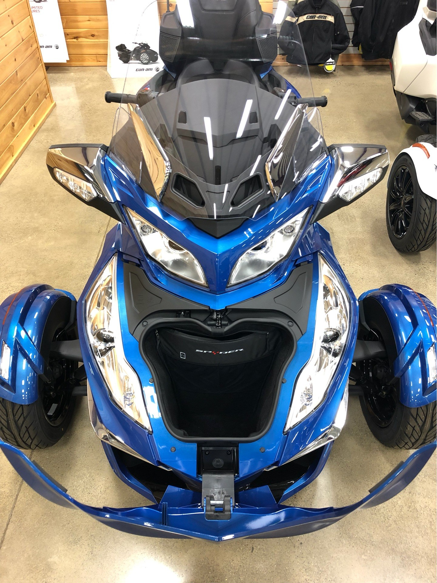 2018 Can-Am Spyder RT Limited in Montrose, Pennsylvania - Photo 12