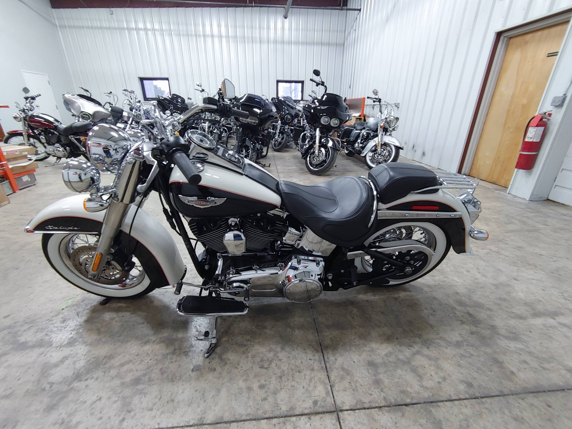 2011 Harley-Davidson Softail® Deluxe in Sandusky, Ohio - Photo 6