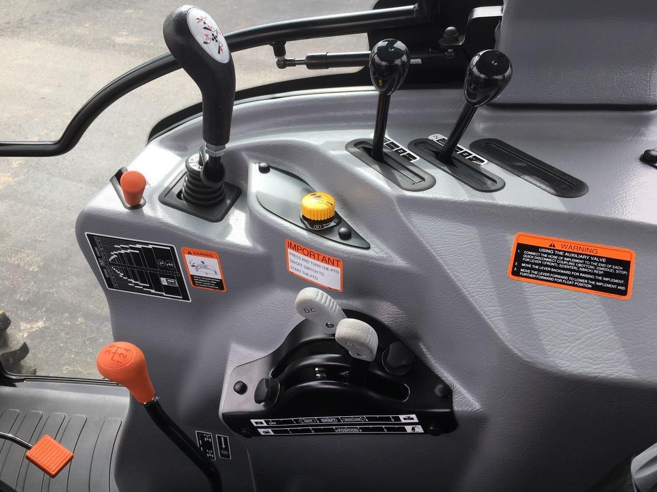 2019 Mahindra 6075 Power Shuttle Cab in Evansville, Indiana - Photo 41
