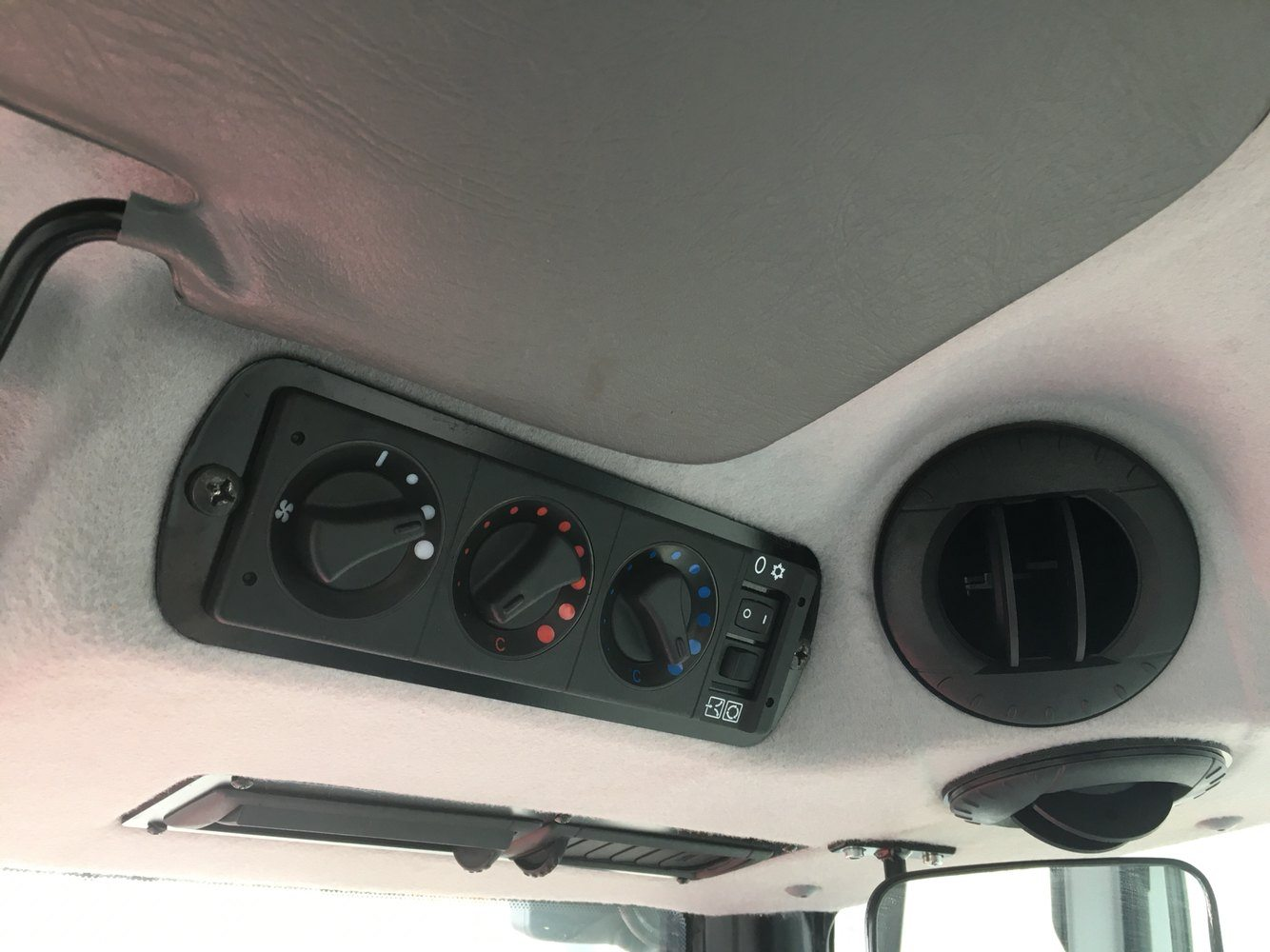 2019 Mahindra 6075 Power Shuttle Cab in Evansville, Indiana - Photo 46