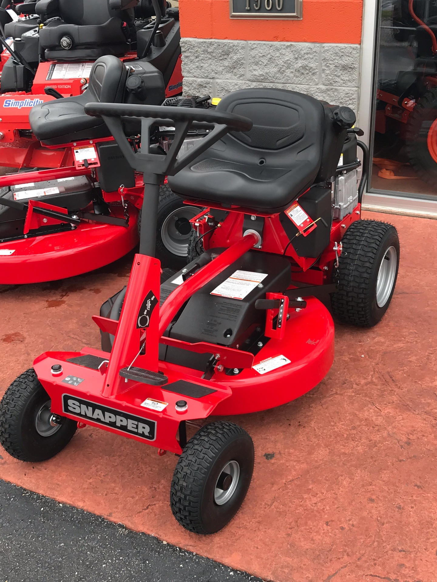 2019 Snapper Classic Rear Engine Riding Lawn Mower in Evansville, Indiana - Photo 2