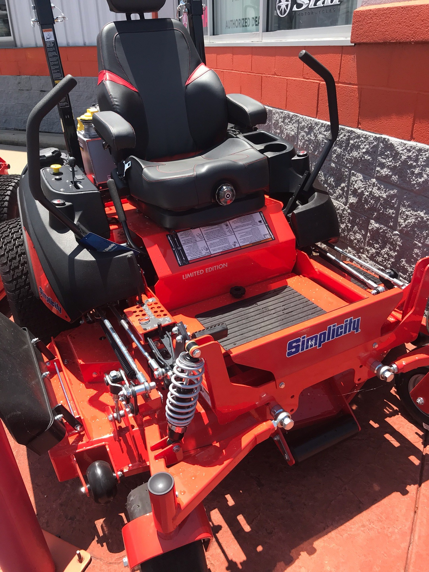 2019 Simplicity Limited Edition 61 in. Briggs & Stratton Vanguard 993 cc EFI in Evansville, Indiana - Photo 2