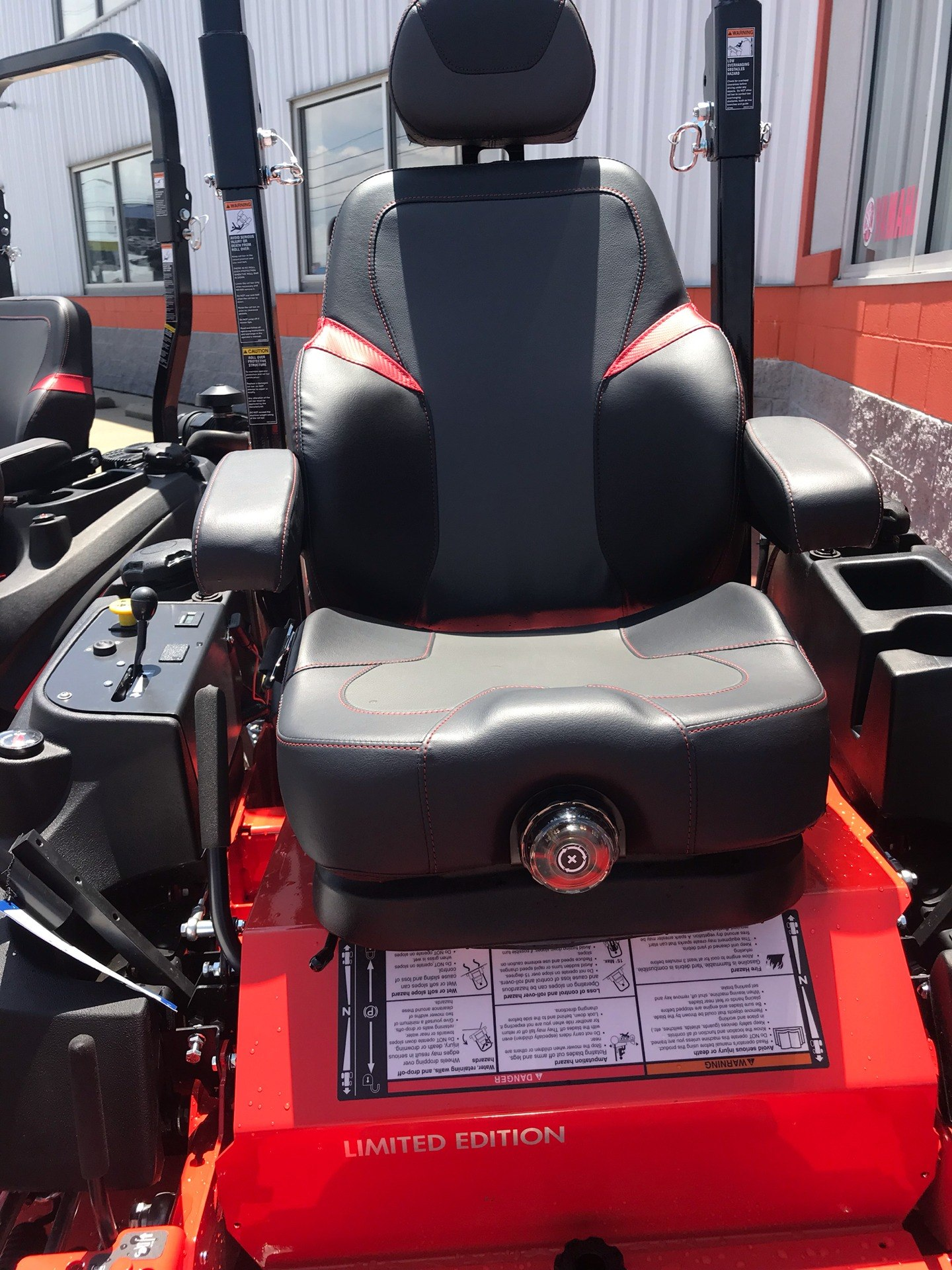 2019 Simplicity Limited Edition 61 in. Briggs & Stratton Vanguard 993 cc EFI in Evansville, Indiana - Photo 9