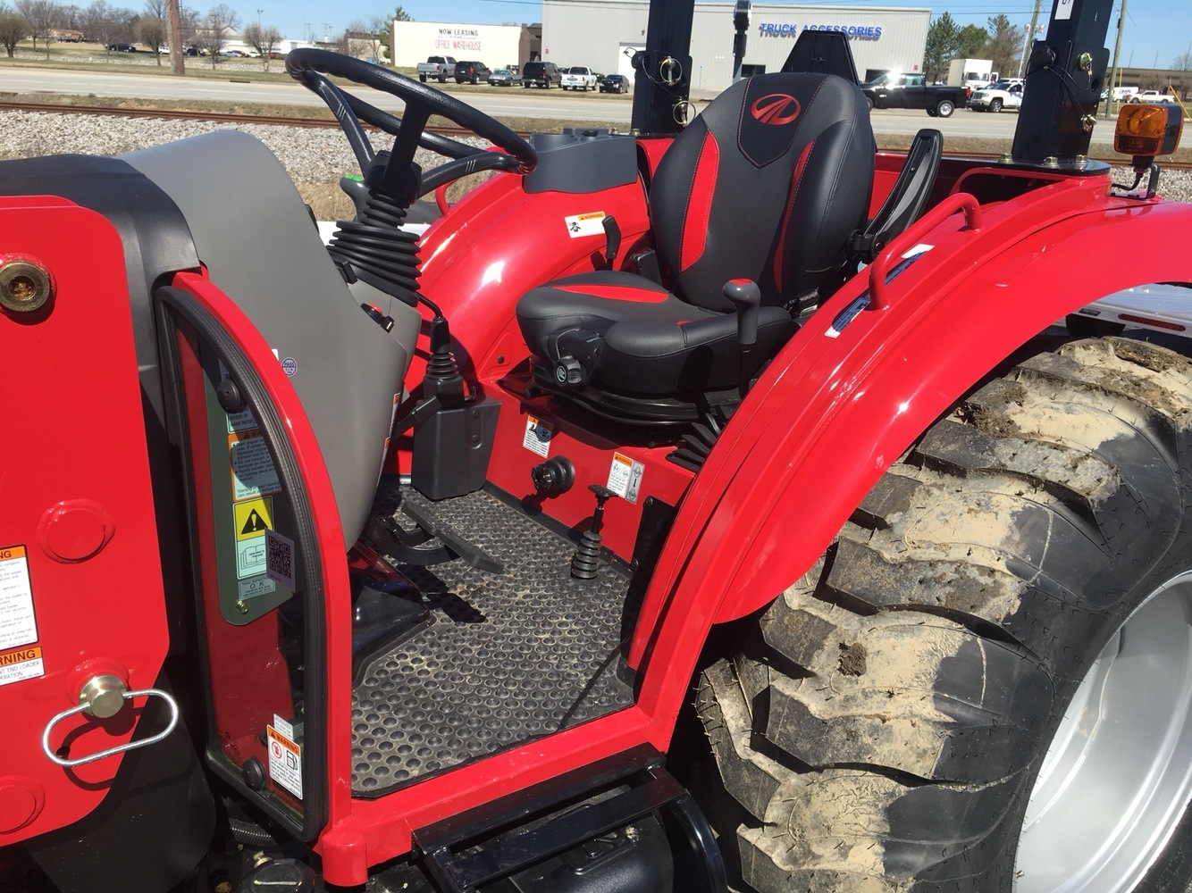 2019 Mahindra 2655 HST OS in Evansville, Indiana - Photo 13