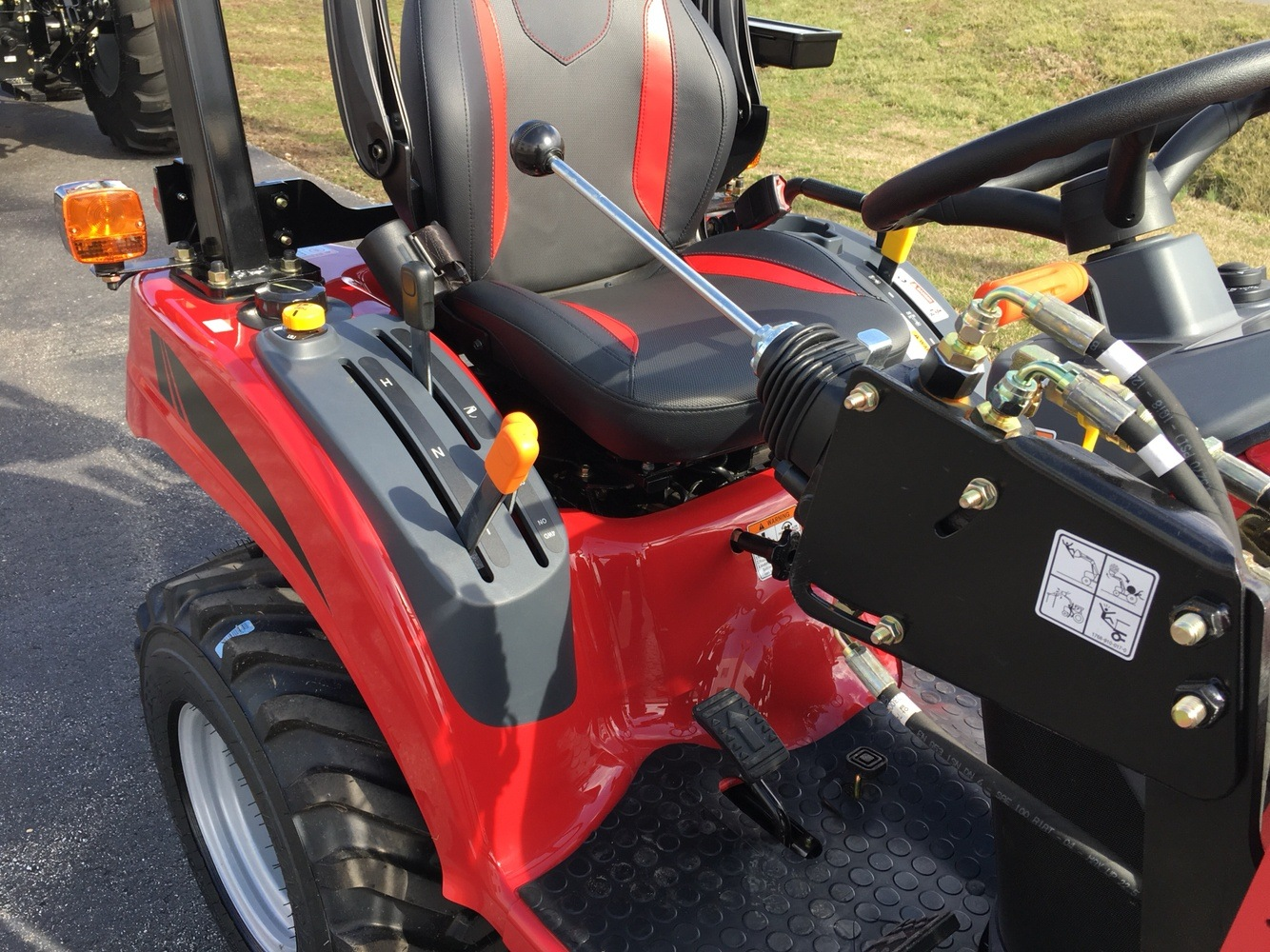 2019 Mahindra eMax 20S HST in Evansville, Indiana - Photo 17