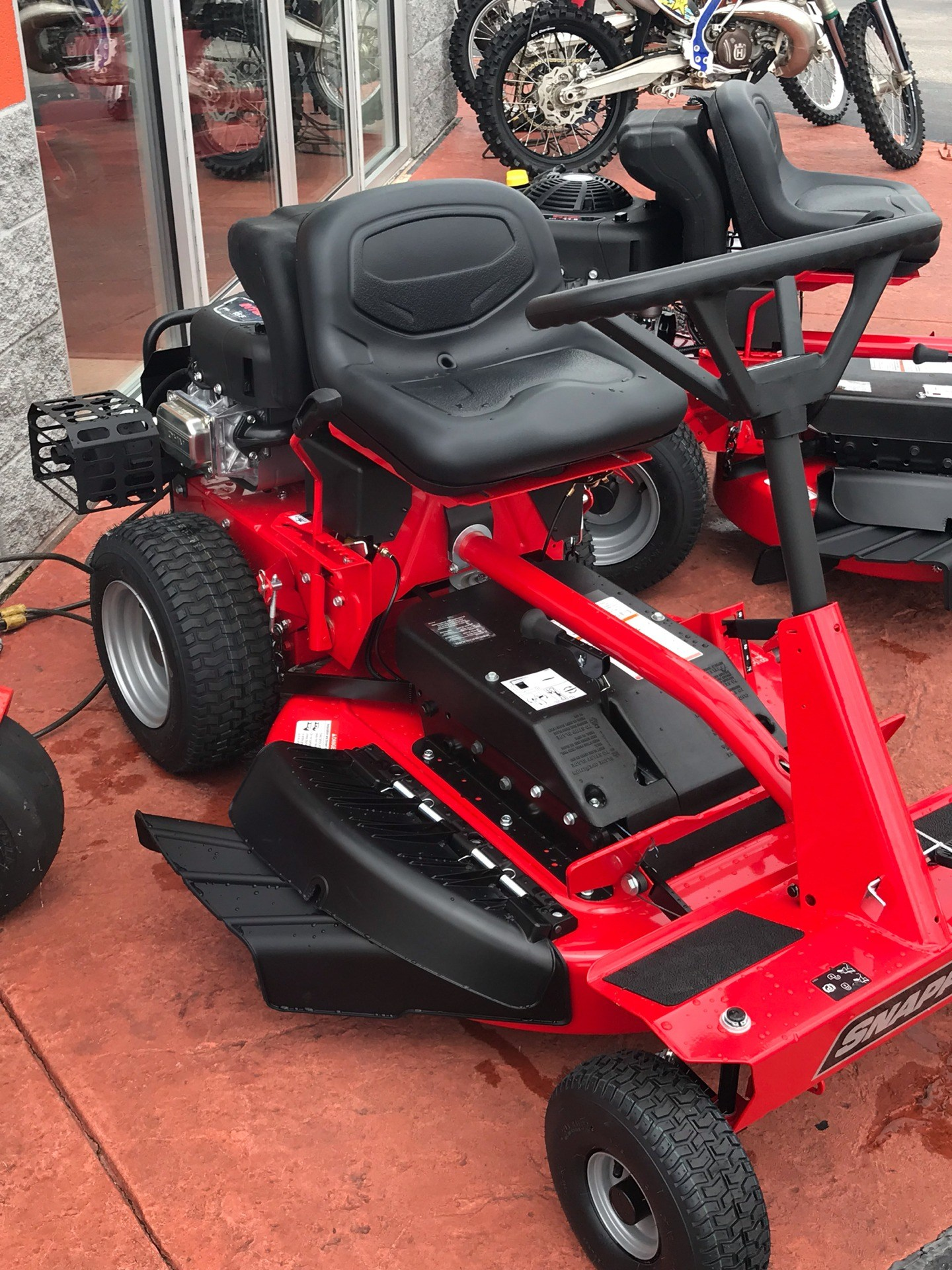 2019 Snapper Classic Rear Engine 33 in. Briggs & Stratton Intek 15.5 hp in Evansville, Indiana - Photo 3