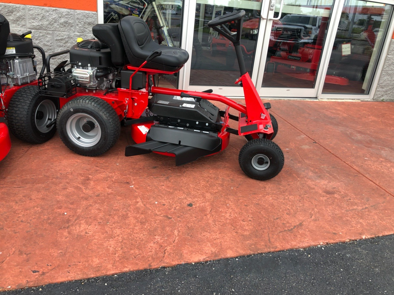 2019 Snapper Classic Rear Engine 33 in. Briggs & Stratton Intek 15.5 hp in Evansville, Indiana - Photo 5