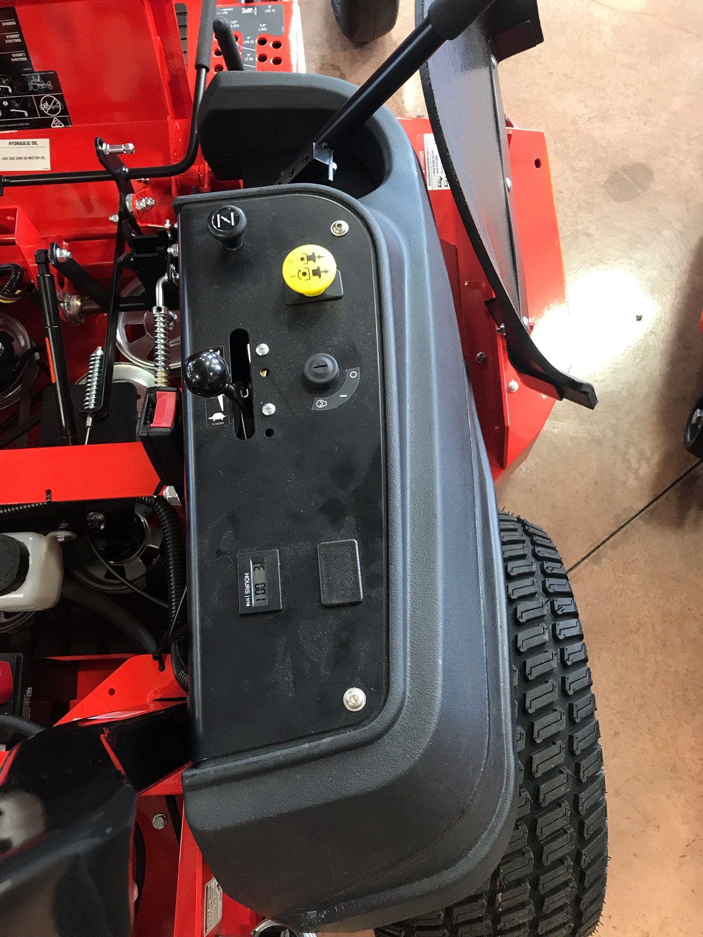 2019 Simplicity Contender 61 in. Briggs & Stratton 25 hp in Evansville, Indiana - Photo 8