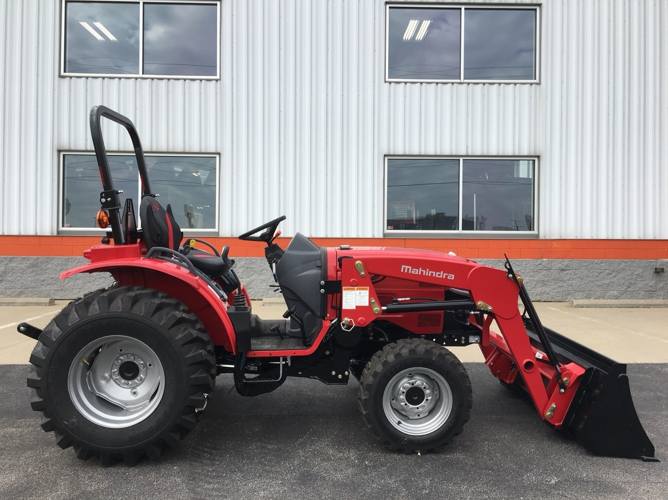 2019 Mahindra 1626 HST OS in Evansville, Indiana - Photo 6