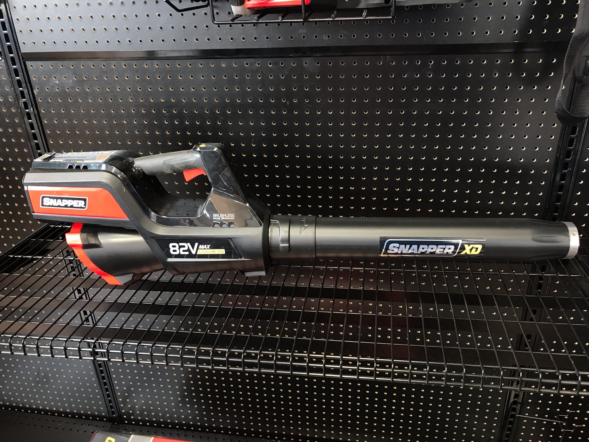 Snapper XD 82V Max Lithium-Ion Cordless Leaf Blower (SXDBL82K) in Evansville, Indiana - Photo 4