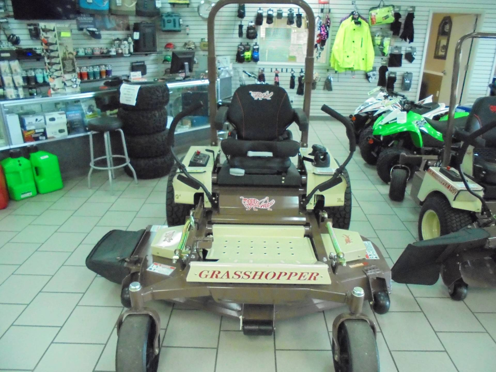 2019 Grasshopper Midmount 328G4 EFI 61 in. in Zephyrhills, Florida - Photo 2