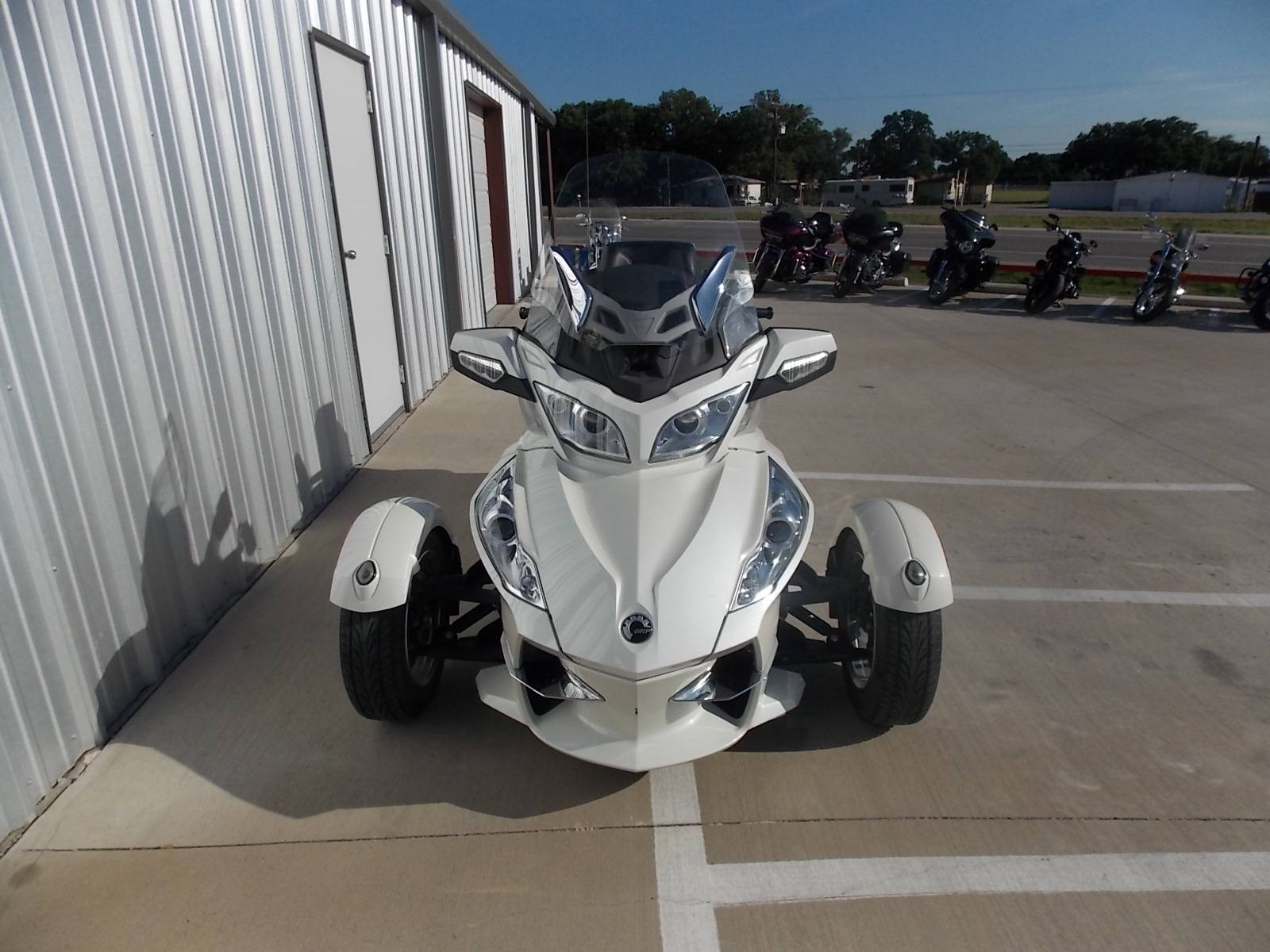 2011 Can-Am Spyder® RT Audio & Convenience SE5 in Springtown, Texas