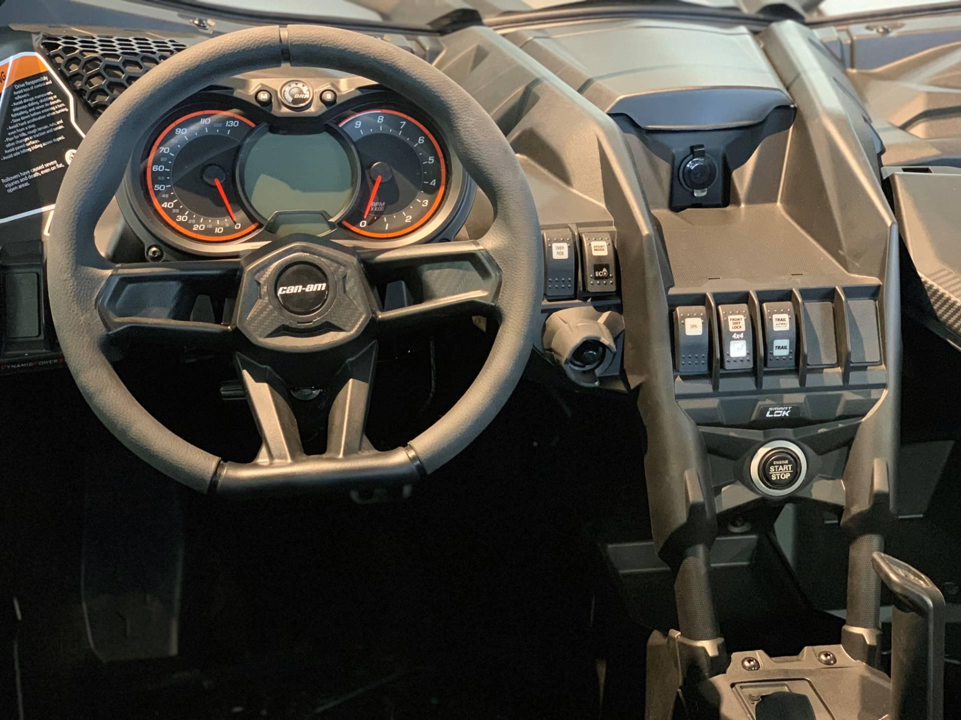2019 Can-Am� Maverick X3 X ds Turbo R 9