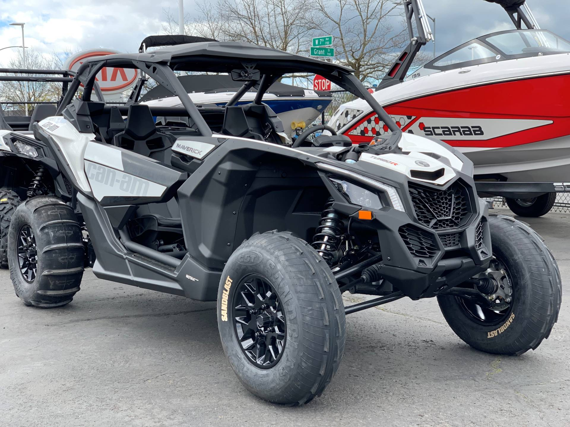 2019 Can-Am™ Maverick X3 Turbo R 1