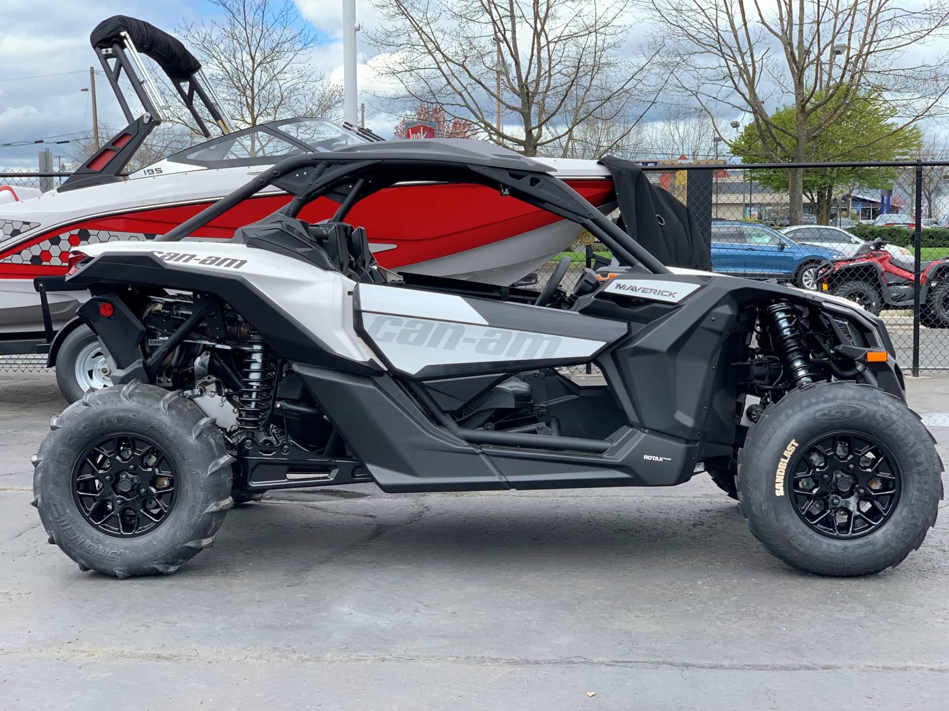 2019 Can-Am™ Maverick X3 Turbo R 8
