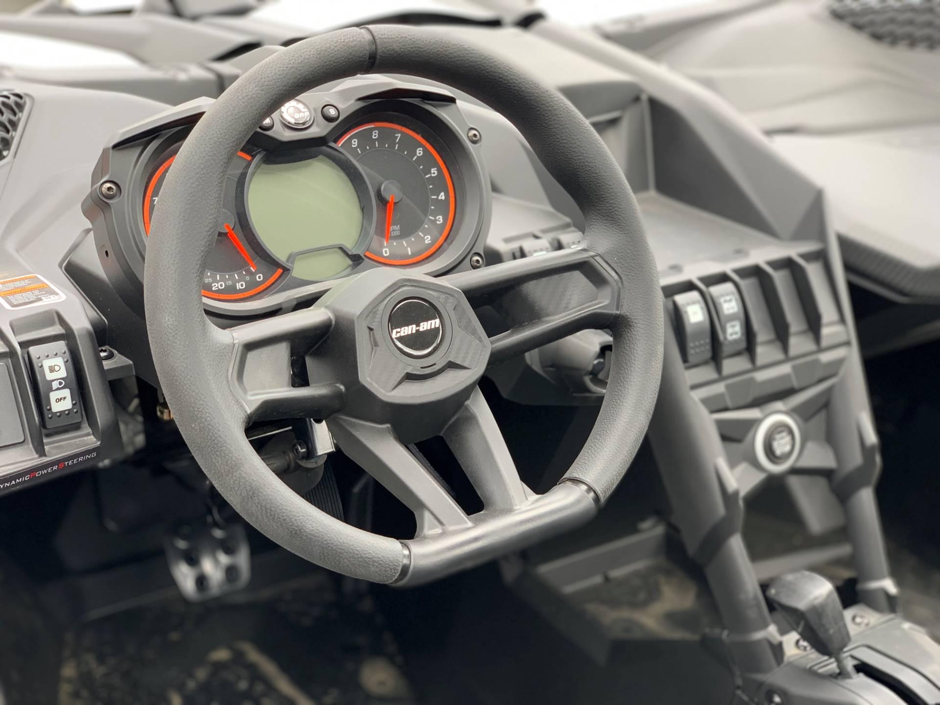 2019 Can-Am™ Maverick X3 Turbo R 10