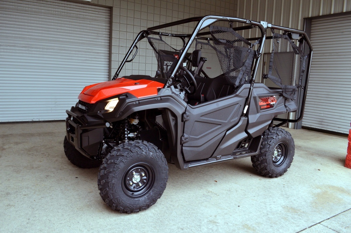 2016 Honda Pioneer 1000-5 in Chattanooga, Tennessee