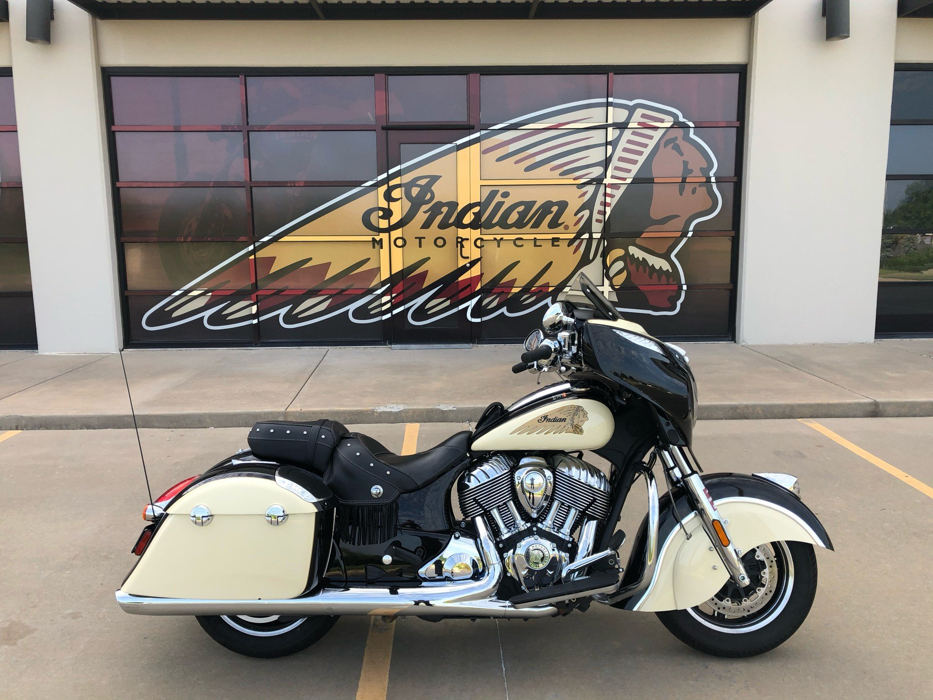 2019 Indian Chieftain® Classic ABS in Norman, Oklahoma - Photo 1