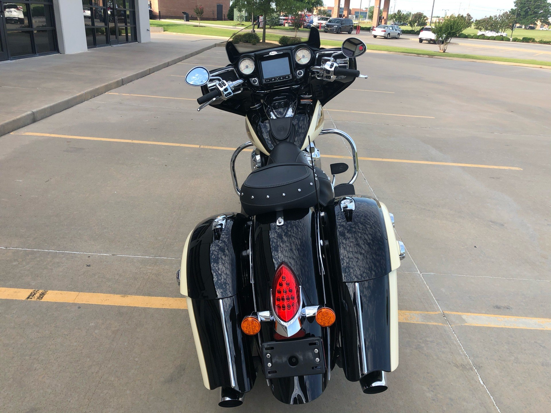 2019 Indian Chieftain® Classic ABS in Norman, Oklahoma - Photo 8