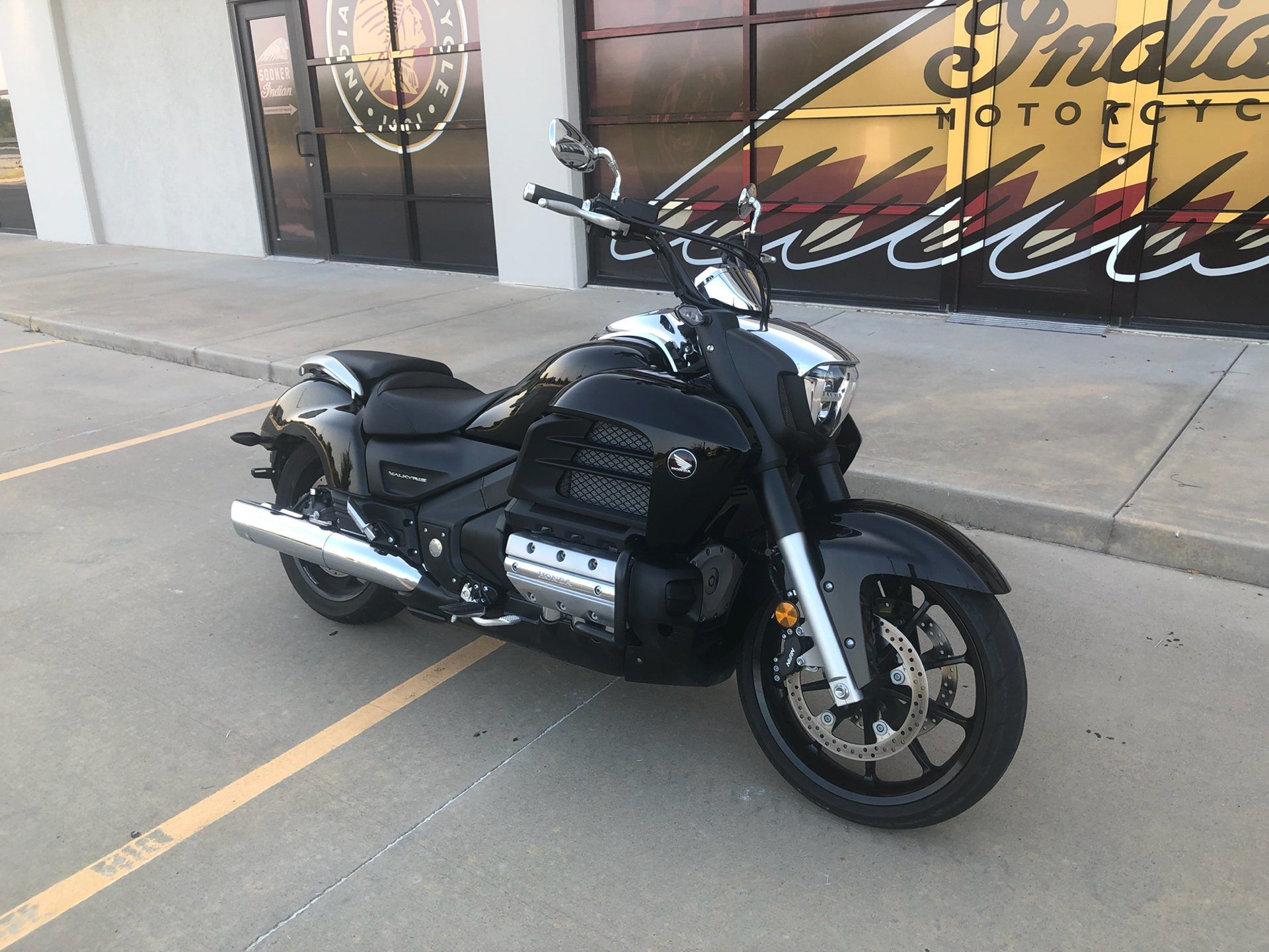 2014 Honda Gold Wing® Valkyrie® in Norman, Oklahoma - Photo 2